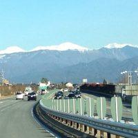 ドライブ中雪山