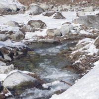 雪解けの川